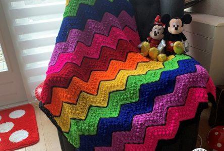 Een gehaakte zigzag regenboogdeken (haakblog 108)