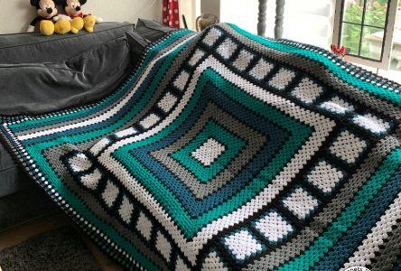Een stoere gehaakte granny square deken (haakblog 118)